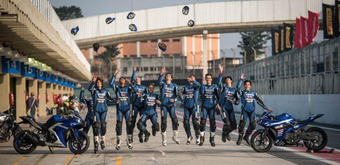 Pilotos do bLU cRU em comemoração