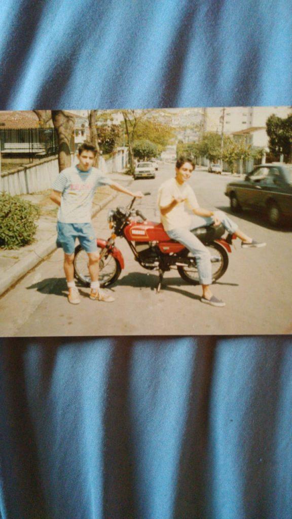 Ruby motoqueira: a cachorrinha entregadora e seu dono Miguel