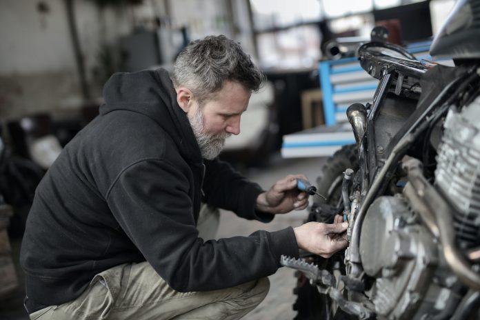 Especial dia do mecânico: dicas úteis para cuidar do seu veículo