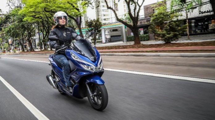 Número de mulheres motociclistas no Brasil quase dobra em 10 anos